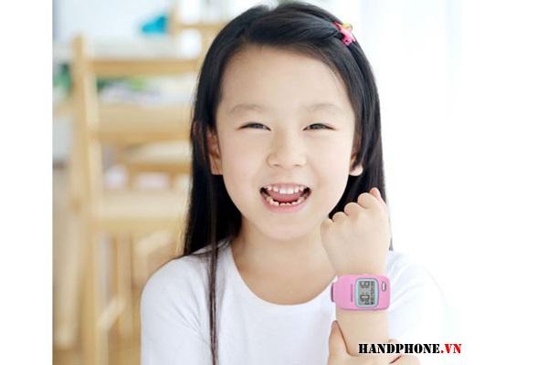 Mở hộp trên tay điện thoại đồng hồ thông minh Viettel Kiddy