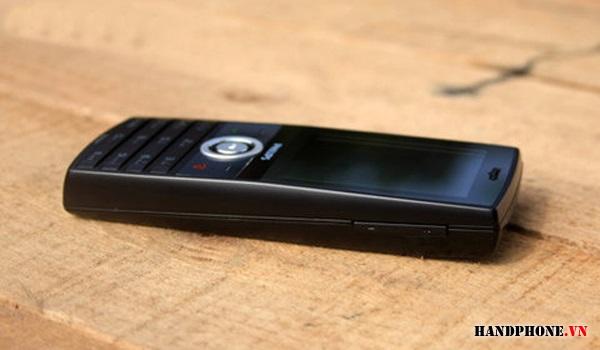 X501 là mẫu điện thoại có kiểu dáng thanh truyền thống.